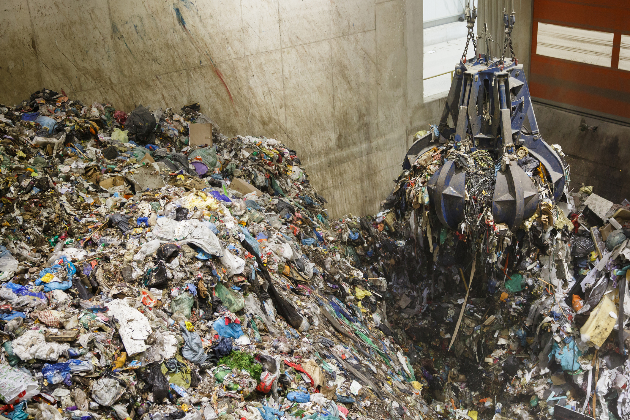 mechanical claw grabbing plastic waste for burning incineration